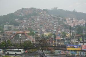 Pogled na favelo iz VIP zaodrja Maracane